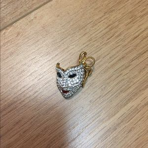 Jewelry - 🎭 mask pin / brooch